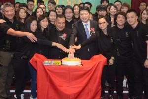 4.切蛋糕慶賀第二屆就職成立